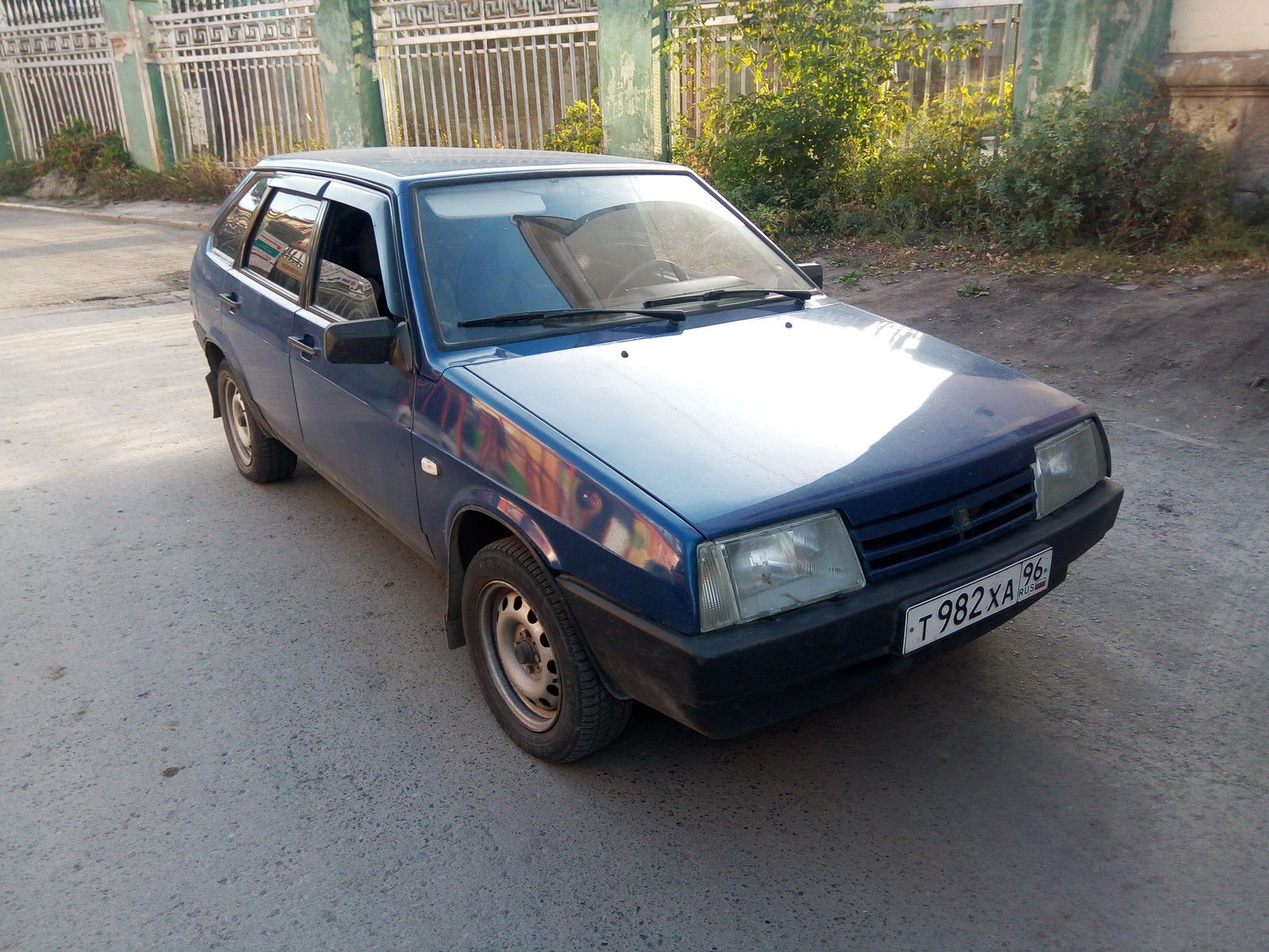 The Best Car Ad On eBay Right Now Is For A 2003 Lada – Seriously! This Is Hilarious