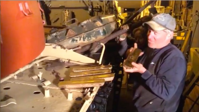 Best Of BS 2017: These British Tank Mechanics Found Five Bullion Bars In The Fuel Tank Of …Well, A Tank!