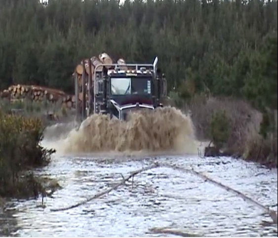 Watch This Right Hand Drive Kenworth Logging Truck Power Through Some Deep Water And Muck