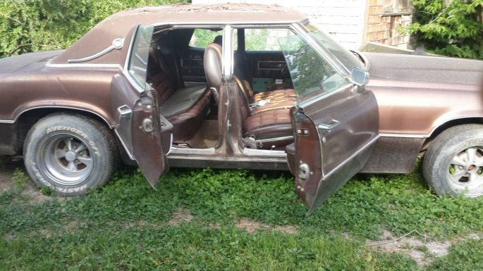 Now squint a bit: imagine that paint buffed up and those old Cragar mags cleaned up and wearing new rubber. Imagine the interior after a good vacuuming ... & BangShift.com Rough Start: This Suicide-Door Thunderbird Could Be ... Pezcame.Com
