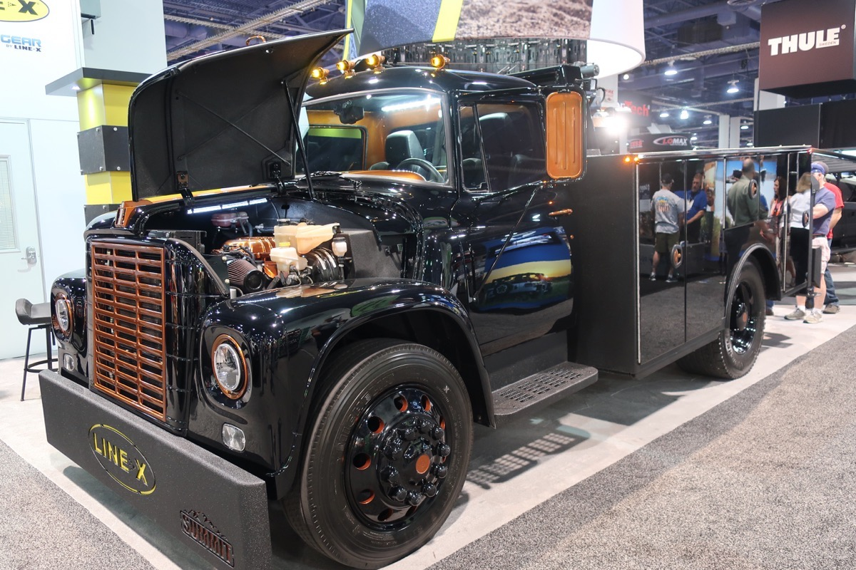 SEMA 2017 Coverage: This 1973 International Loadstar Is The Work Truck From Hell(cat)
