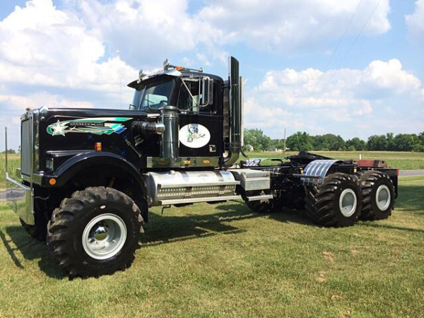 RacingJunk Find: This 6×6 Western Star Pulling Truck Is The Greatest Vehicle For Sale On The Internet
