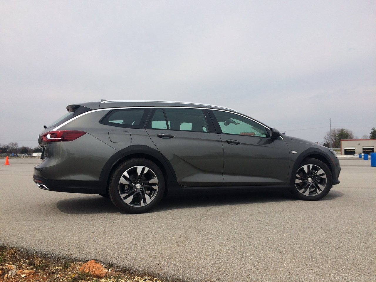 bangshift test drive 2018 buick regal tourx awd trying out a wagon in a sea of. Black Bedroom Furniture Sets. Home Design Ideas