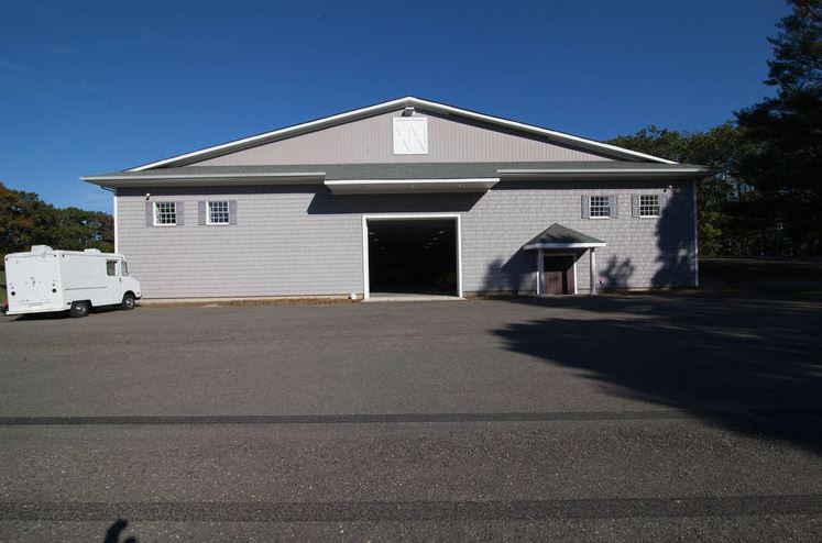 We Think Owning This House With A 23,000 Square Foot Garage Would Be Pretty Cool