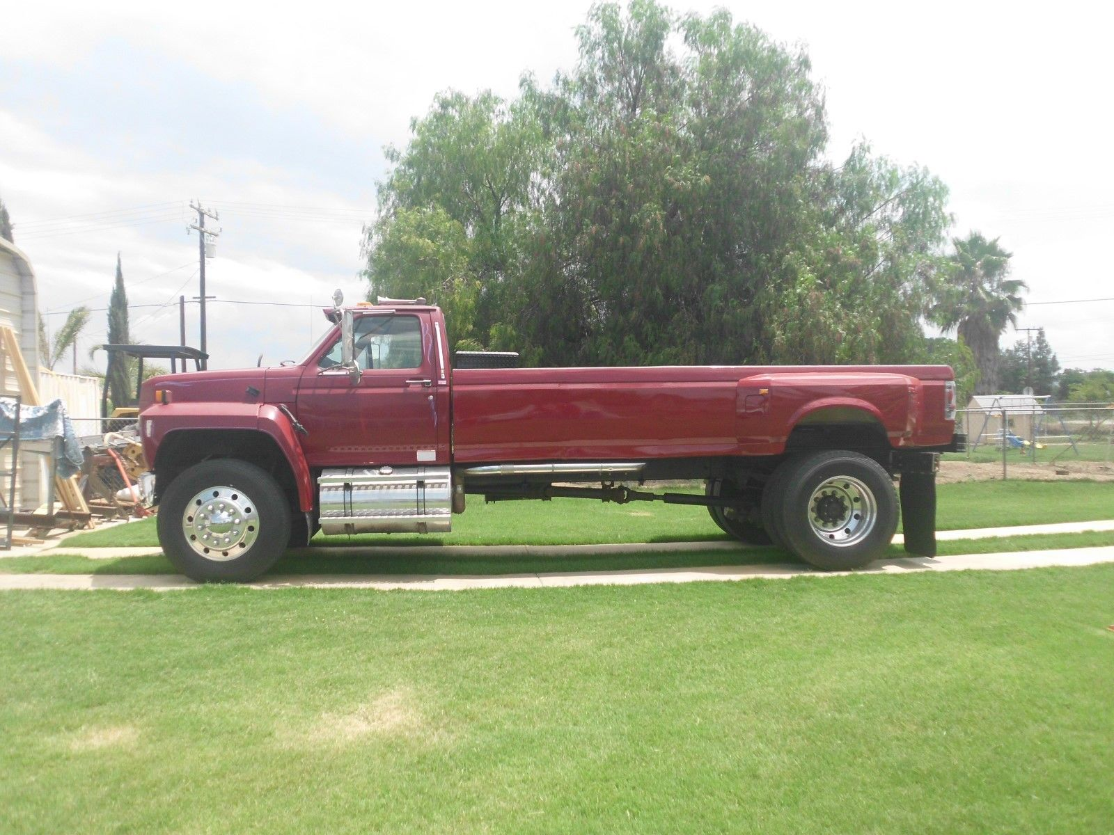 If Lohnes Doesn't Lose It For This Ford F-800, There Is No Hope Left! Check Out That Bed!