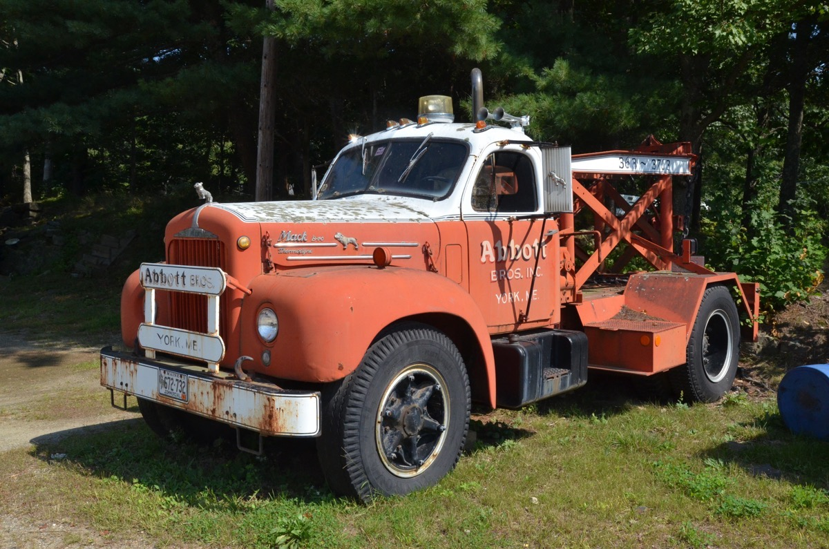 Roadside Find: This Classic B-Model Mack Wrecker Is Yankee Ingenuity At Its Finest