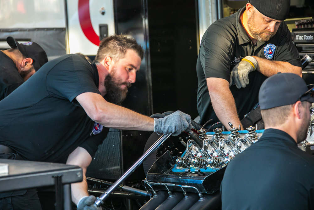 2018 NHRA World Finals Pit Thrash Photos – Drag Racing's Mechanics On Full Display