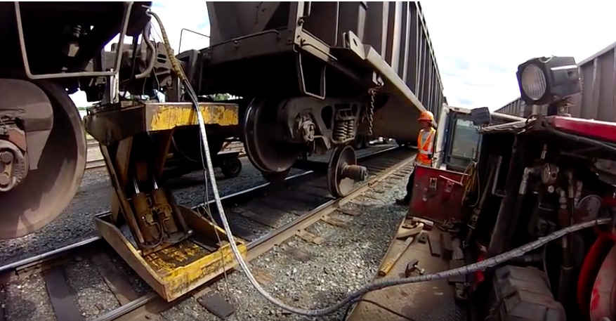 Fix It Video: Here's How Railroad Mechanics Change Out The Wheels On A Railcar – Awesome