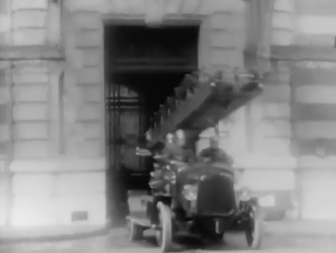 History In Motion: This 1922 Video Shows The Paris Fire Brigade In Action – Gutsy Frenchmen!