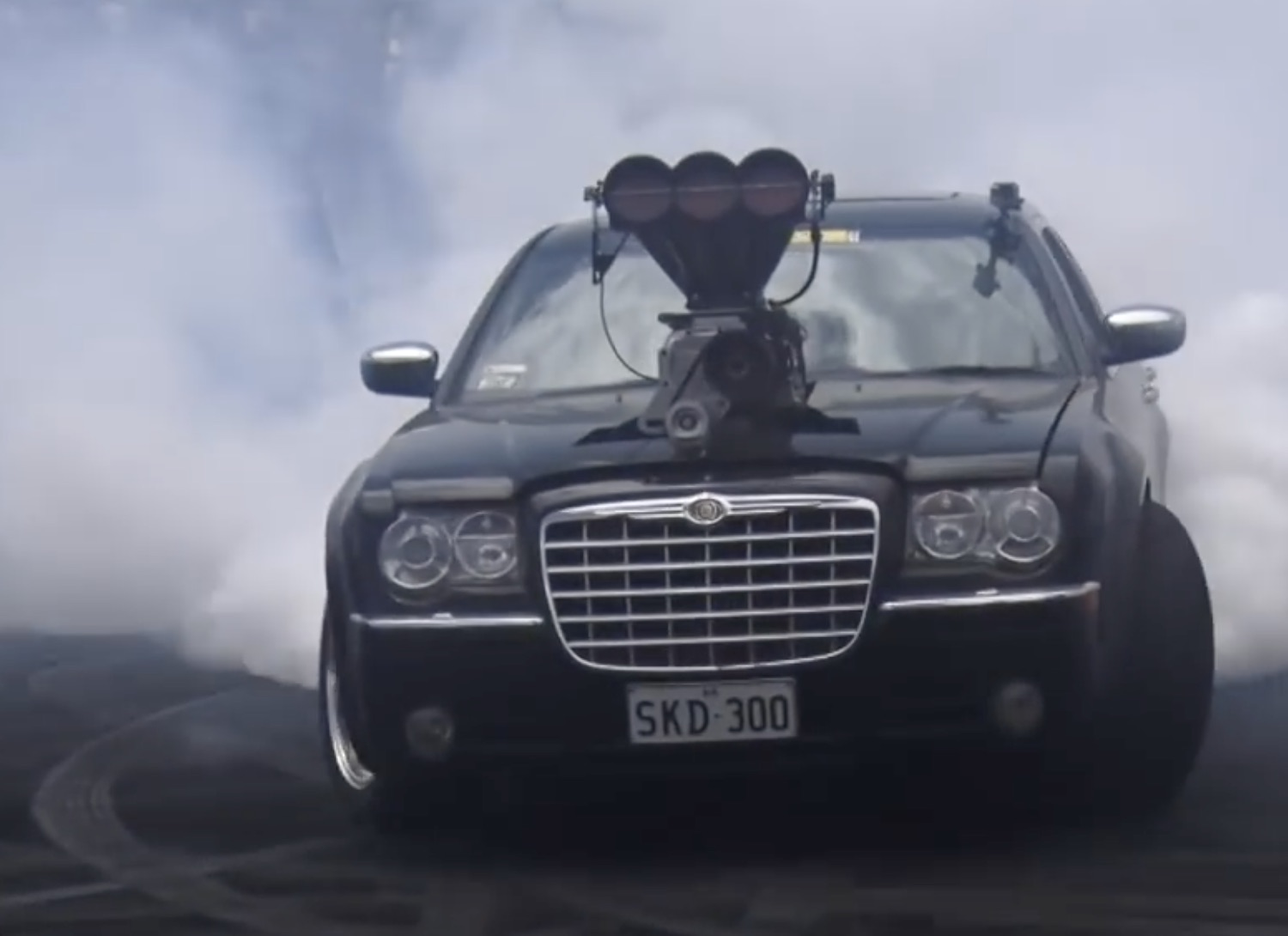 Crikey, It's Angry: The First Off-The-Chain Chrysler 300C Burnout Machine We've Seen!