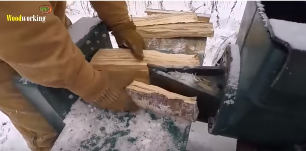 Video: Here Are 10 Homemade Log Splitters That Are More Dangerous Than Russian Roulette