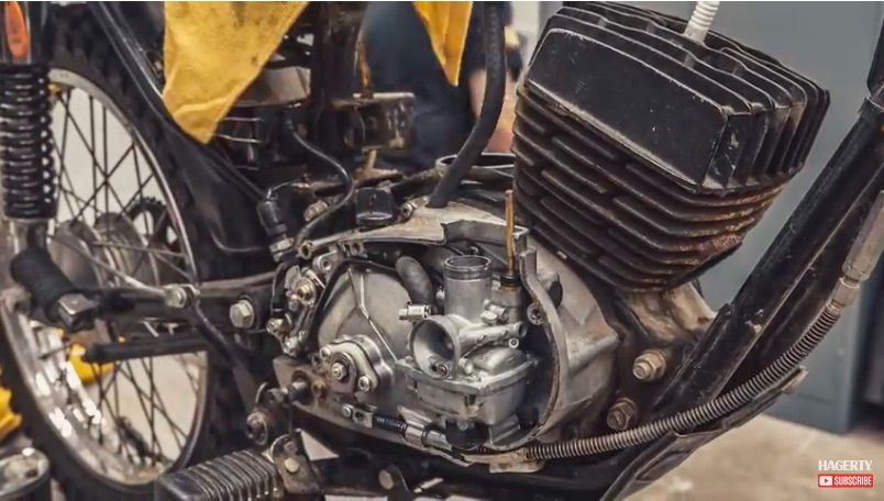Two Wheels And One Cylinder: Time Lapse Rebuild Of A Kawasaki KE100 Engine Is Awesome To Watch