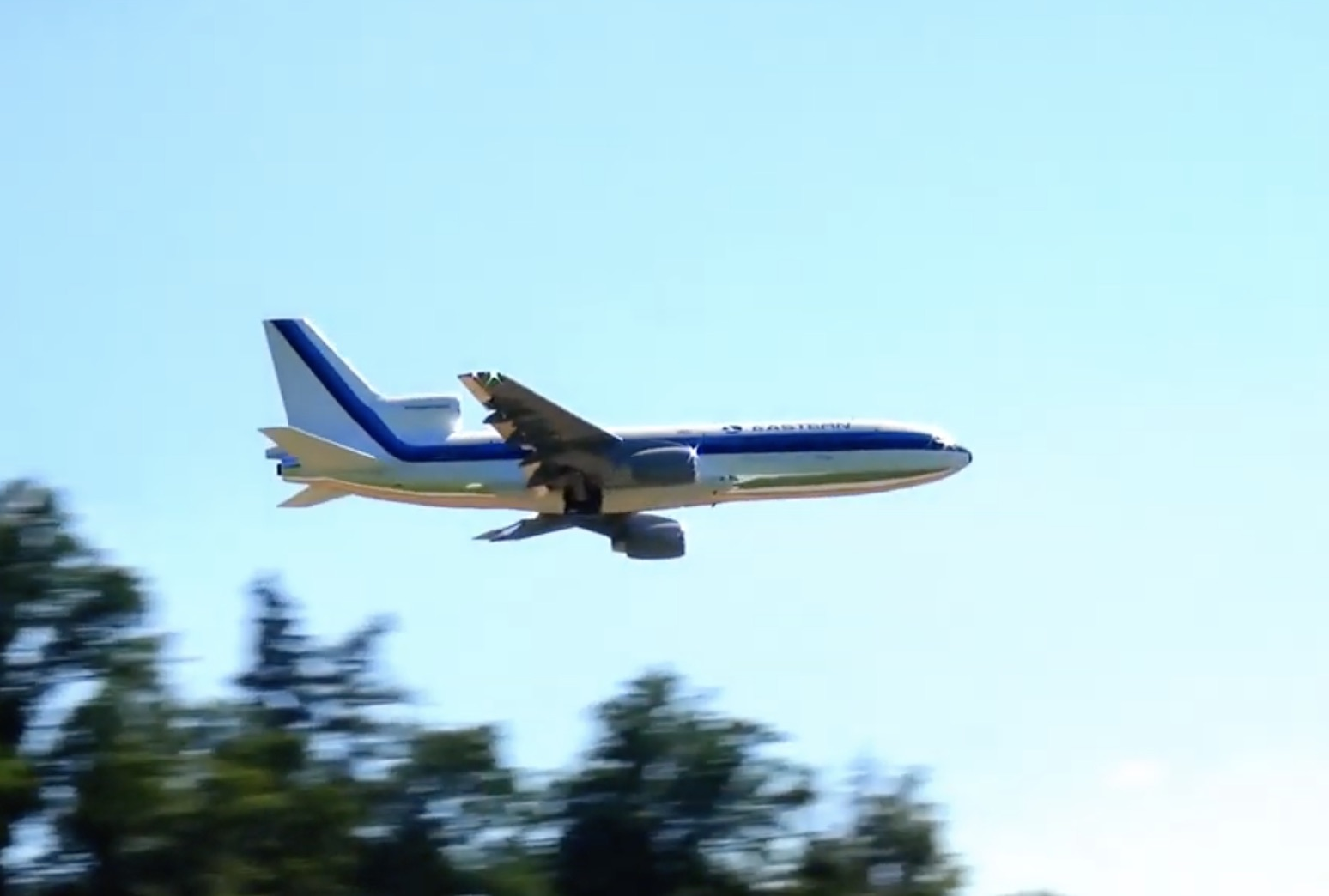 Scale Plane, Handbuilt Engine: This 1:16 Scale Lockheed L-1011 TriStar Is Fantastic!