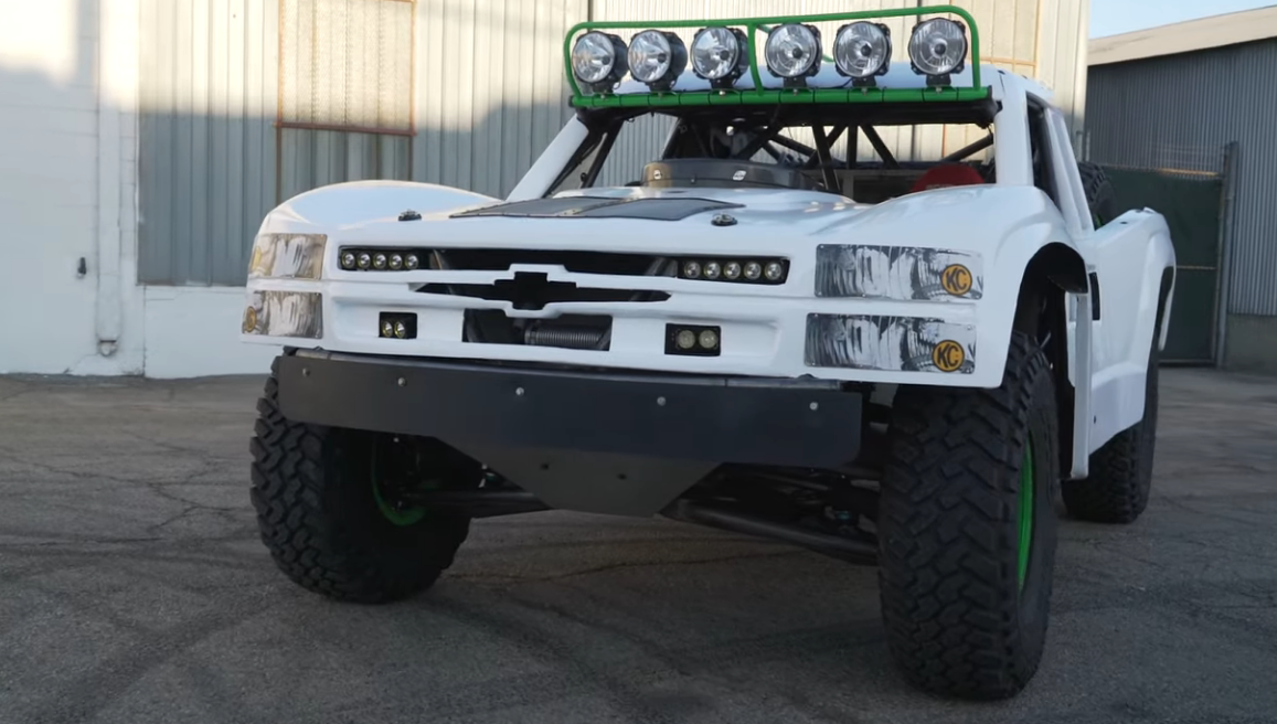 It Makes 900 Horsepower! This 4 Wheel Drive Trophy Truck Hauls Ass And Is A Riot To Watch Hoon On The Streets.