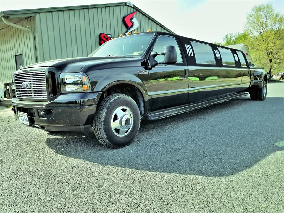 Touch Nothing Inside: This 2000 Ford Super Duty Limo Can Be Your Rockstar Dream!