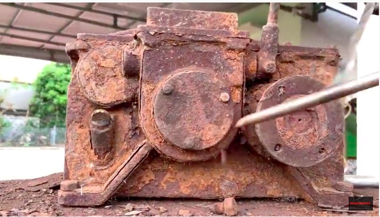 Restoration Zen: Watch This Rusty and Crusty Gearbox Get Brought All The Way Back To Life