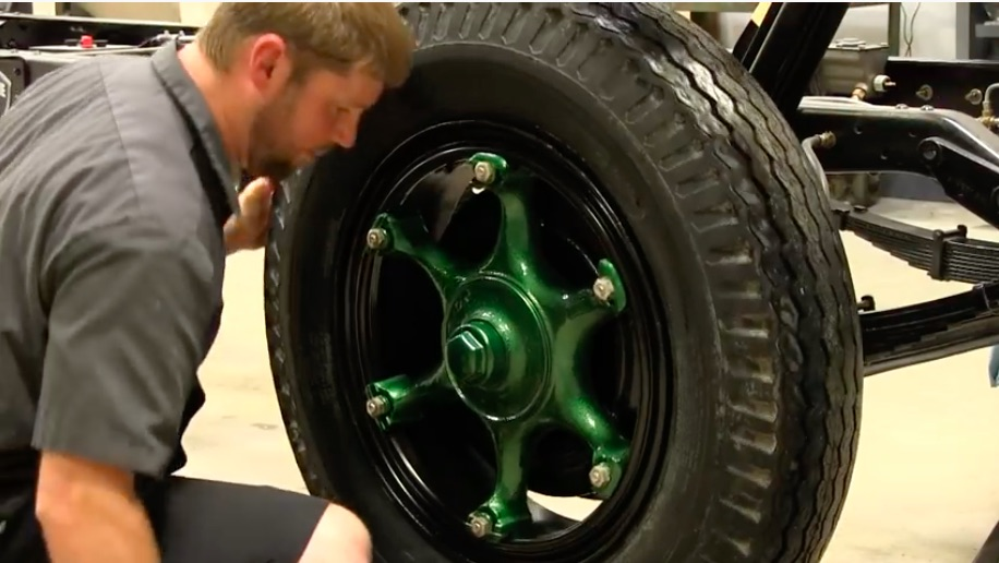 This Look At And Discussion Of Split Rims and Old Truck Wheel Mounting Is Pretty Interesting – Dangerous Stuff, Interesting Process
