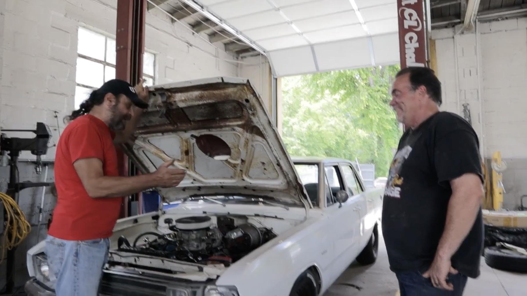 Now That's Unique: Uncle Tony Checks Out A 1972 Dodge Dart With A Turbocharged Slant Six!