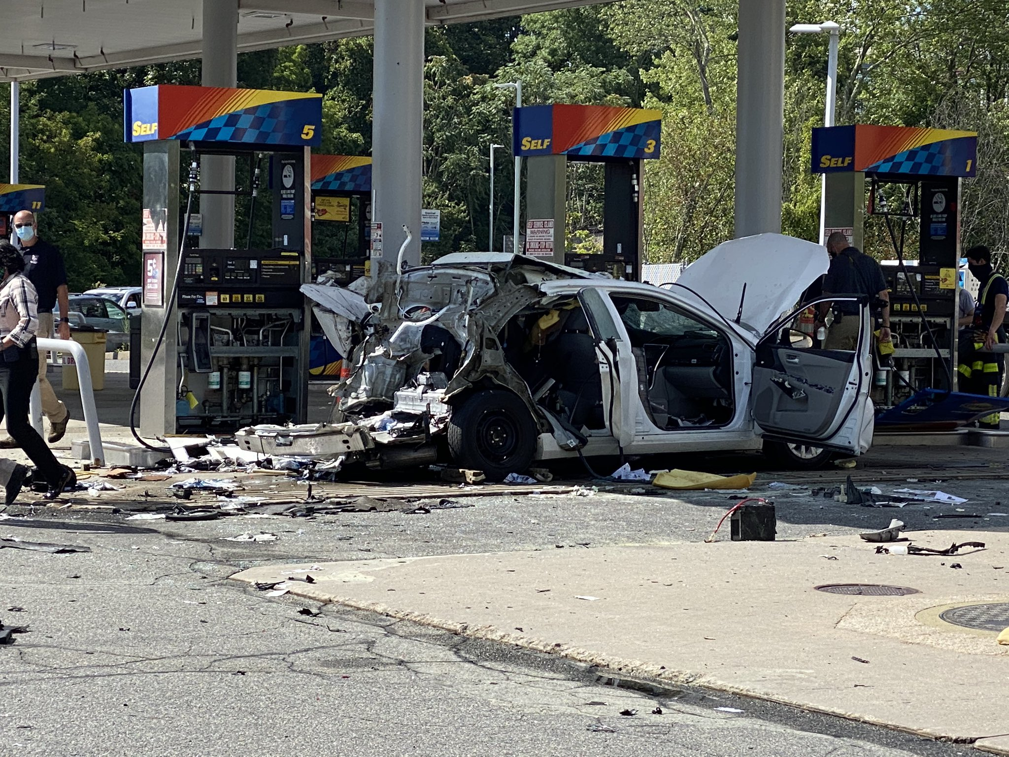 That'll Wake You Up: Car Explodes At Gas Station Thanks To Leaking Acetylene Tank