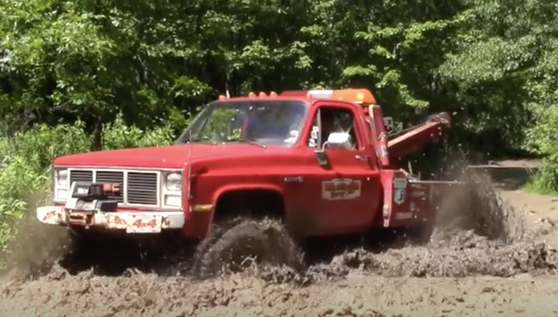 Service Call Fee Isn't For Debate: Watch This Off-Road Wrecker Save A Couple Of Rigs In Need