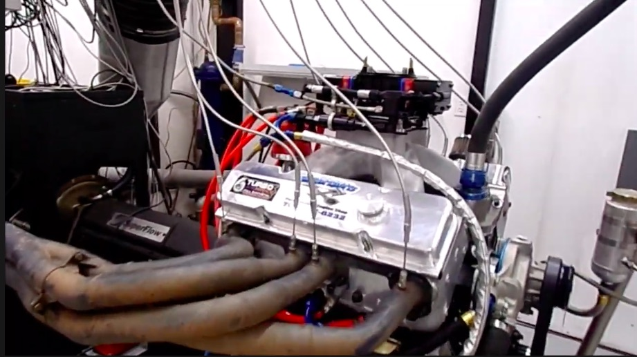 Big Muscle: Watch This UMP Dirt Modified Engine Make Nearly 900hp Naturally Aspirated – Mean Small Block!