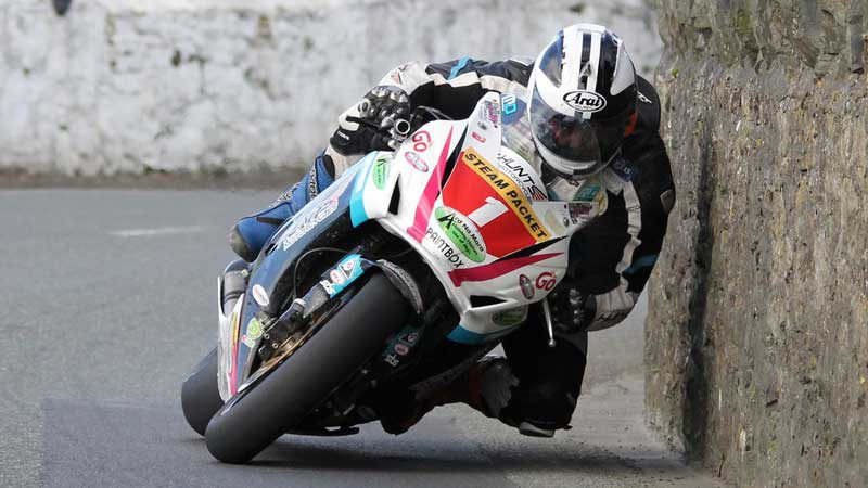 Wicked Fast Isle Of Man TT Motorcycle Racing Footage – Near Miss, Crazy Action