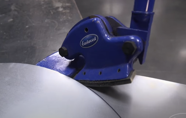 How to Pick a Throatless Bench Top Metal Shear for Cutting Thick or Thin Metal