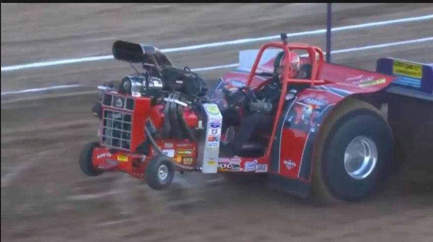 Hookin' and Bookin': Watch the Legendary Ken Veney Make A Picturesque Full Pull In His Mini-Rod Tractor